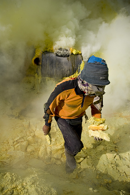 Sulphur Miner gathering the pieces